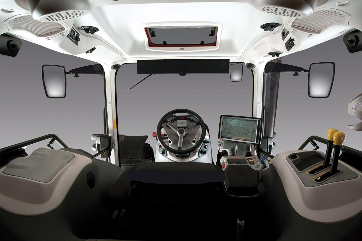 """Cabina e consolle di comando con monitor Touch Screen di 12"""" dei trattori X7 VT McCormick"""