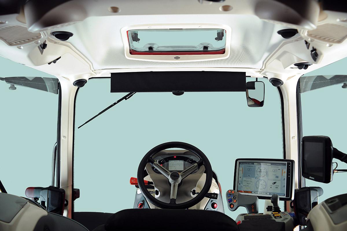 Cabina e consolle di comando con monitor Touch Screen dei trattori X8 VT McCormick